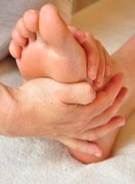 voet met hand